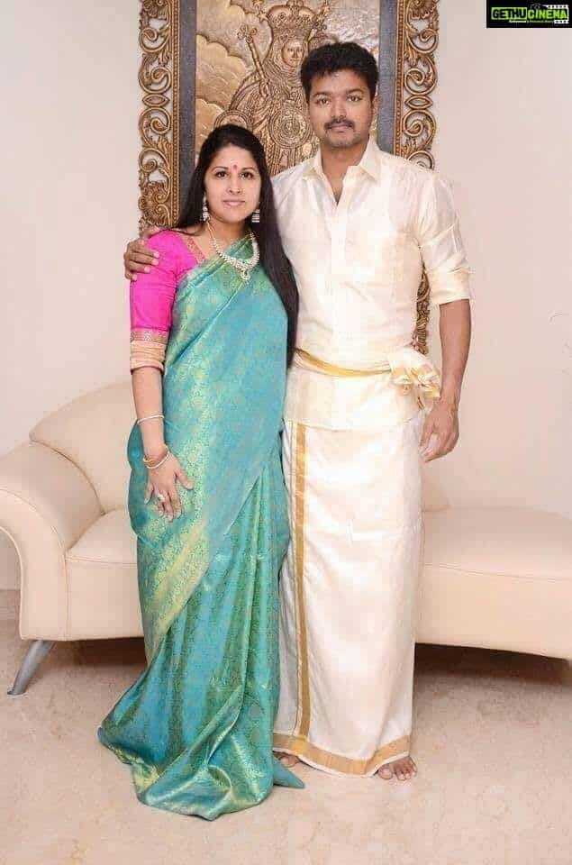 Vijay-Biography-wife